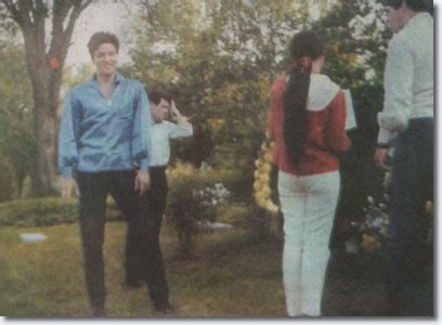Elvis paying respects to his mother at Forest Hill